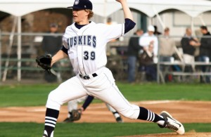 Duluth Huskies pitcher #39 Bo Hellquist